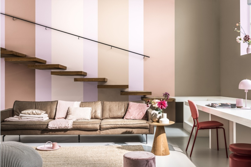 flexa-kleurentrends-2021-kleurvanhetjaar-expressive-woonkamer-trap1.jpg